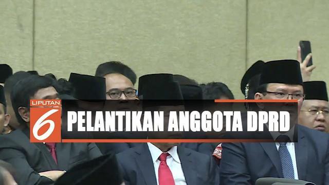 Selain anggota DPRD, hadir pula wajah lama para pemimpin DKI yang datang ke gedung DPRD mengikuti prosesi pelantikan.