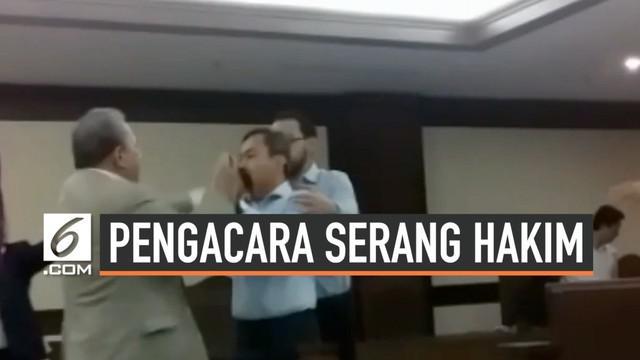 Polisi masih memeriksa hakim dan pengacara Tomy Winata dalam kasus pemukulan hakim dalam sidang perdata di pengadilan Jakarta Pusat. Belum ada yang ditetapkan menjadi tersangka dalam kasus ini polisi juga memeriksa beberapa orang saksi.