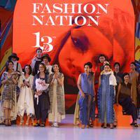 Purana dan Ny by Novita Yunus angkat unsur budaya Indonesia dalam koleksinya di Fashion Nation 2019. (Nurwahyunan/Fimela.com)