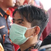 Januarisman Runtuwene saat rilis penyalahgunaan narkoba di Mapolres Pelabuhan Tanjung Priok, Jakarta, Rabu (16/1). JR ditetapkan sebagai tersangka setelah ditangkap  saat mengkonsumsi narkoba di sebuah apartemen. (Liputan6.com/Helmi Fithriansyah)