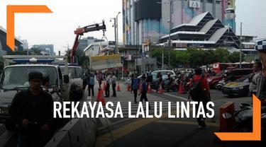 Polisi dan Dishub DKI memberlakukan rekayasa lalu lintas di sekitar KPU dan Bawaslu, setelah KPU mengumumkan hasil rekapitulasi Pemilu 2019.
