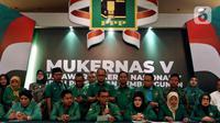 Wakil Sekretaris Jenderal PPP, Achmad Baidowi didampingi sejumlah Kader PPP memberikan keterangan pers disela Musyawarah Kerja Nasional (Mukernas) V PPP di Jakarta, Minggu (15/12/2019). Mukernas memutuskan penyelenggaraan Muktamar IX PPP dipercepat setelah Pilkada 2020. (Liputan6.com/Johan Tallo)
