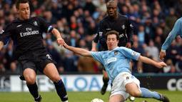 Robbie Fowler. Striker berkebangsaan Inggris ini didatangkan Manchester City dari Leeds United pada tengah musim 2002/2003. Bersama The Citizens ia bermain dalam 92 laga dengan mencetak 28 gol, 2 assist dan mengoleksi 7 kartu kuning. Tengah musim 2005/2006 ia kembali ke Liverpool. (AFP/Gerry Penny)
