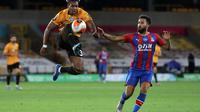 Aksi Adama Traore saat melawan Crystal Palace (AFP_