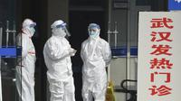 Petugas kesehatan di China yang berjaga di klinik selama Virus Corona kian merebak.(Source: Chinatopix via AP File)