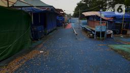 Suasana wahana permainan anak yang berhenti beroperasi di pinggir Kanal Banjir Timur, Jakarta, Sabtu (2/5/2020). Wahana tersebut sudah satu bulan lebih berhenti beroperasi karena pemberlakuan Pembatasan Sosial Berskala Besar untuk memutus penyebaran pandemi COVID-19. (merdeka.com/Imam Buhori)