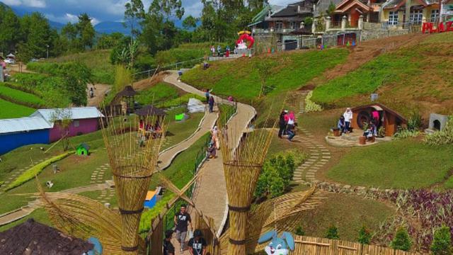 Bak Desa Hobbit Taman Kelinci Malang Ramai Dikunjungi Wisatawan