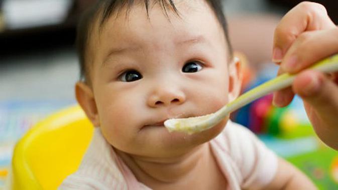 Sebaiknya Berapa Banyak Porsi Makan Bayi Di Usia 6 Bulan