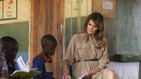 Ibu Negara Amerika Serikat (AS) Melania Trump melakukan kunjungan ke Malawi dalam rangkaian tur Afrika (AP/Carolyn Kaster)