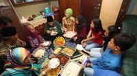 Buka puasa bersama menjadi agenda rutin pada saat Ramadhan (Sumber foto: hipwee)