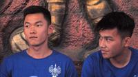 Dua pemain baru PSIM, Sutanto Tan (kiri) dan Witan Sulaeman, saat diperkenalkan di Wisma Soeratin, Yogyakarta, Minggu (18/8/2019). (Bola.com/Vincentius Atmaja)