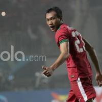 Hansamu Yama adalah salah satu pemain timnas Indonesia yang menarik perhatian media asing saat leg pertama final Indonesia vs Thailand.  (Bola.com/Nicklas Hanoatubun)