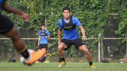 Taufik Hidayat merupakan penyerang Persija yang mendapatkan panggilan pertamanya saat pemusatan latihan pada September 2021. Penyerang 21 tahun tersebut hingga saat ini belum mencetak gol di BRI Liga 1 musim 2021/2022 walaupun sudah bermain selama 189 menit. (Bola.com/Bagaskara Lazuardi)