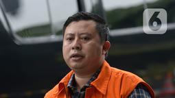 Staf Sekjen PDIP Hasto Kristiyanto, Saeful Bahri tiba di Gedung KPK, Jakarta, Jumat (14/2/2020). Saeful Bahri diperiksa sebagai tersangka terkait kasus dugaan penerimaan hadiah atau janji penetapan anggota DPR Terpilih 2019-2024. (merdeka.com/Dwi Narwoko)