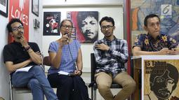 Sejumlah aktivis yang tergabung dalam Koalisi Keadilan untuk Munir saat menyampaikan keterangan bersama terkait 15 tahun terbunuhnya aktivis HAM Munir di Jakarta, Jumat (6/9/2019). Mereka mendesak pemerintah tegas dan serius menuntaskan kasus Munir. (Liputan6.com/Helmi Fithriansyah)