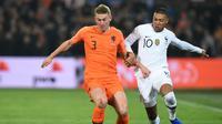 3. Matthijs de Ligt (Ajax) - Bek, 19 Tahun, Overall 82 (AFP/John Thys)