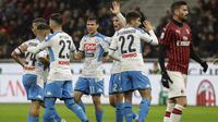 Pemain Napoli merayakan gol yang dicetak Hirving Lozano ke gawang AC Milan (AP)