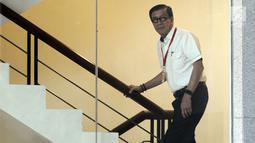 Menteri Hukum dan HAM, Yasonna Hamonangan Laoly menuju ruang pemeriksaan di Gedung KPK, Jakarta, Selasa (25/7/2019). Yasonna Laoly diperiksa sebagai saksi untuk tersangka mantan anggota DPR RI, Markus Nari terkait kasus dugaan korupsi proyek pengadaan e-KTP.  (merdeka.com/Dwi Narwoko)