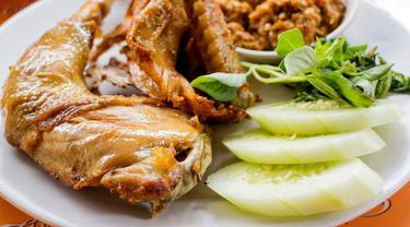 Nikmatnya Ayam Goreng ala Mbah Cemplung