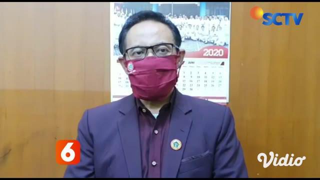 Seorang perawat yang diketahui terpapar Covid-19 di Rumah Sakit Gotong Royong, Surabaya meninggal dunia, usai melahirkan bayinya dengan operasi caesar. Sementara itu, Menkes Terawan Agus Putranto memberi santunan kepada tenaga medis yang meninggal da...