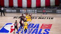 Suasana pertandingan antara Los Angeles Lakers melawan Miami Heat pada gim pertama final NBA di Lake Buena Vista, Kamis (1/10/2020). Lakers menang dengan skor 116-98. (AP Photo/Mark J. Terrill)