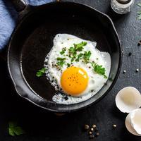 Ilustrasi memasak telur/copyright shutterstock