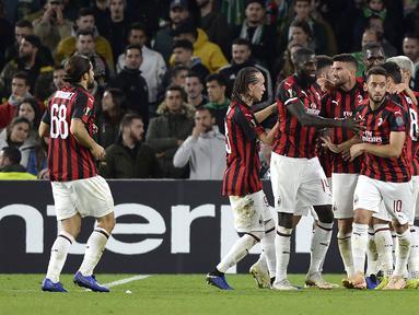 Pemain AC Milan yang tengah On Fire, Suso mencetak gol pada menit ke-62 pada fase grup Liga Europa yang berlangsung di Stadion Benito Villamarin, Spanyol (9/11), AC Milan bermain imbang 1-1 kontra Real Betis (AFP/Cristina Quicler)