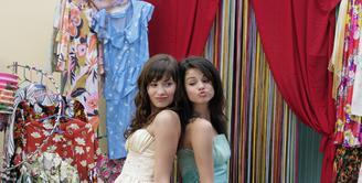 Demi Lovato kini tengah berada di rehabilitasi usai overdosis di tanggal 24 Juli lalu. Selena Gomez sendiri pun hancur mendengar kabar tersebut. (Elite Daily)