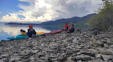 Kayaker Eksplorasi Toba