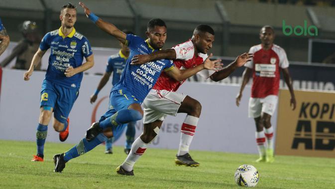 Persib Bandung menang 3-0 atas Persipura Jayapura pada pekan pertama Shopee Liga 1 2019, Sabtu (18/5/2019) di Stadion Si Jalak Harupat, Kabupaten Bandung. (Bola.com/Muhammad Iqbal Ichsan)