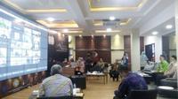 Pemkot Pontianak, Selasa (2/4/2020) menggelar Musyawarah Rencana Pembangunan (musrenbang) Rencana Kerja Pemerintah Daerah (RKPD) Kota Pontianak Tahun 2021 melalui teleconference. (Foto: Liputan6.com/Aceng Mukaram)
