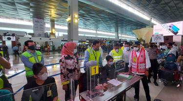Menteri Perhubungan Budi Karya Sumadi, memantau langsung aktifitas Bandara Internasional Soekarno Hatta (Soetta), Tangerang, Selasa (11/5/2021)