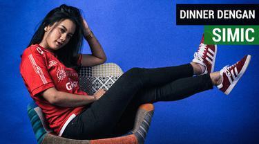 Berita video wawancara singkat Jak Angel cantik bernama Suroya tentang keinginannya makan malam dengan striker Persija Jakarta, Marko Simic.