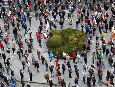 FOTO: Dituduh Pro Rusia, Presiden Ceko Didemo Ribuan Warganya