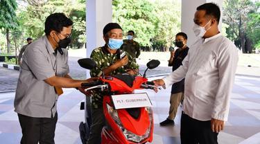 Kakek Safaruddin dapat motor