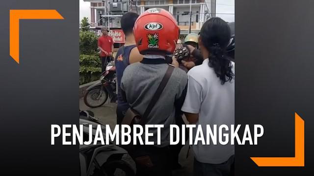 Tak tinggal diam saat ponsel miliknya dijambret, seorang gadis 14 tahun langsung mengejar dan menabrak pelaku jambret di Pontianak.