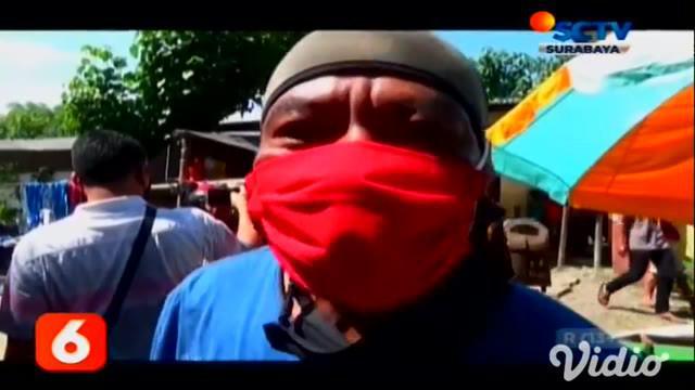 Polisi dengan tegas menindak pelanggar protokol kesehatan (prokes) saat pandemi Covid-19, seperti di pasar hewan tepatnya Desa Kartoharjo, Ngawi, Jawa Timur.
