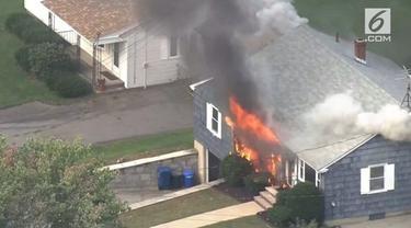 Akibat ledakan gas, sebanyak 20 rumah di Boston, AS hangus dilalap api. Para warga diminta untuk mengungsi demi keselamatan.