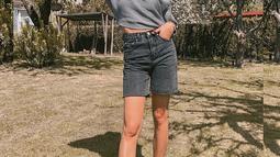 Wanita kelahiran 25 Maret 1998 ini sering kali mengunggah berbagai gaya berbusananya di Instagram. Bak model profesional, ia pun sering mengenakan dress hasil karya rumah fashion ternama dunia seperti Dior. (Liputan6.com/IG/alyssadaguise)