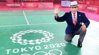 Wahyana (53) wasit dalam final tunggal putri cabang olahraga bulutangkis Olimpiade Tokyo