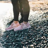 Tak perlu khawatir musim hujan dengan sneakers anti basah (Foto: Instagram/vessifootwear)
