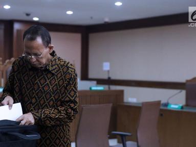 Mantan Menteri Agama Suryadharma Ali usai menjalani sidang lanjutan Peninjauan Kembali (PK) di PN Jakarta Pusat, Rabu (25/7/2018). Pada persidangan ini kuasa hukum pemohon membacakan kesimpulan pengajuan PK. (Liputan6.com/Helmi Fithriansyah)