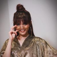 Presenter eksis ini tampil menawan dengan model rambut yang variatif. (Sumber foto: rinanose16/instagram)