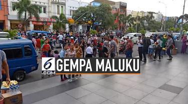 Gempa bermagnitudo 7,2 SR mengguncang wilayah Maluku Utara dan berpusat di 62 km timur laut Labuha. Gempa terasa hingga di pusat kota Ternate. Warga di pusat perbelanjaan berlarian menyelamatkan diri dari bencana.