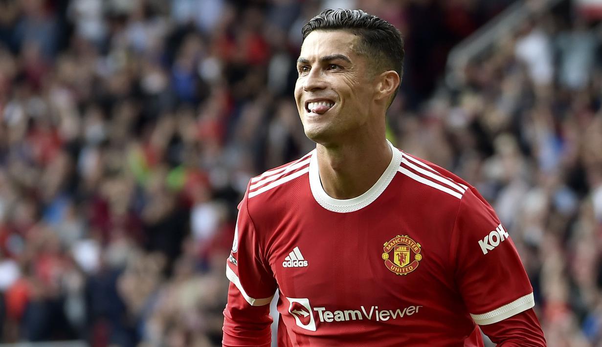 Cristiano Ronaldo kembali menjalani debutnya di Old Trafford pada laga melawan Newcastle. Dirinya mampu mencetak brace untuk Manchester United. CR7 pernah menjadi bagian dari skuat Setan Merah pada 2003 hingga 2009, sebelum melanjutkan kariernya ke Real Madrid dan Juventus. (Foto: AP/Rui Vieira)