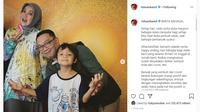 Ridwan Kamil dan istri foto bersama bocah bernama Tangguh Langit Mahajuna. Anak dari pasien positif COVID-19 di Jawa Barat, yang tinggal bersama Ridwan Kamil selama satu bulan sampai kedua orangtuanya dinyatakan sembuh total dari Virus Corona (https://www.instagram.com/ridwankamil/)