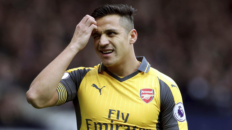 Alexis Sanchez kerap membantu rekan mencetak gol. (AP/Nick Potts)