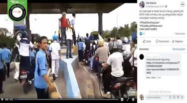 Gambar Tangkapan Layar Video Ratusan Buruh Demo Menutup Jalan Tol (sumber: Facebook)