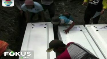 Karena lahan makam kian sempit Dinas Sosial Kota Sidoarjo terpaksa memindahkan tujuh jenazah yang tidak terindetifikasi alias Mr X ke lokasi lain.