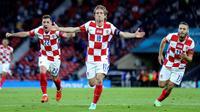 Timnas Kroasia menang 3-1 atas Skotlandia pada laga terakhir Grup D Euro 2020 di Hampden Park, Rabu (23/6/2021). Satu dari tiga gol Kroasia dicetak Luka Modric. (Robert Perry/Pool via AP)